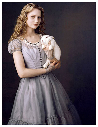 Alice_in_wonderland-anne_hathaway-505x600