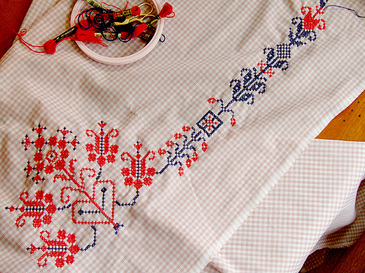 Crossstitchedvalance1